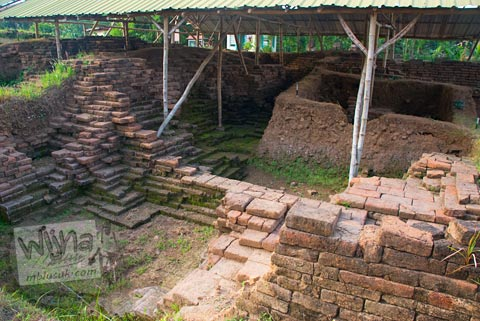 Penggalian di situs Candi Minak Jinggo Trowulan, Mojokerto di tahun 2009