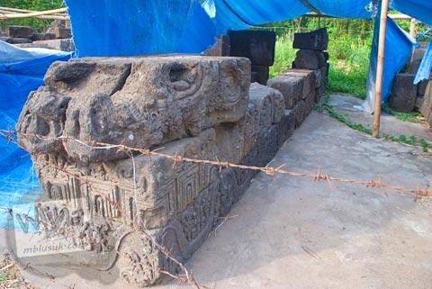 Relief kehidupan di masa Majapahit di Trowulan, Mojokerto di tahun 2009