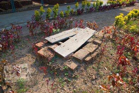 Cerita sumur-sumur tua Majapahit di sekitar Situs Sentonorejo di Trowulan, Mojokerto di tahun 2009