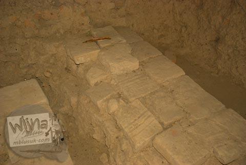 Susunan batu bata unik di Situs Candi Kedaton di Trowulan, Mojokerto di tahun 2009