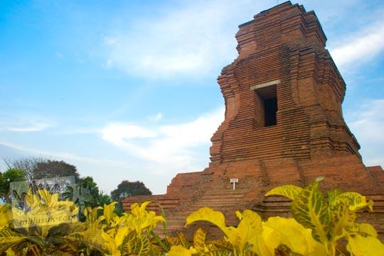Foto Candi Brahu peninggalan Majapahit di Desa Bejijong, Trowulan, Mojokerto tahun 2009