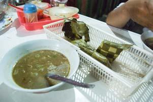 Bareng Yuda Makan Coto Makassar