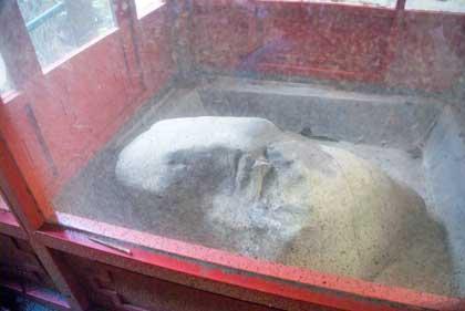 prasasti raja rama Thailand yang ada di curug Dago, bandung pada tahun 2010