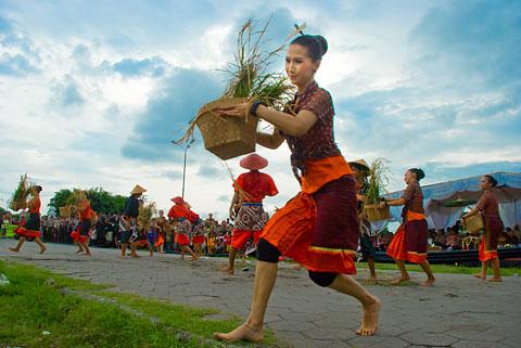 Penari ISI saat Festival Upacara Adat Yogyakarta pada November 2009