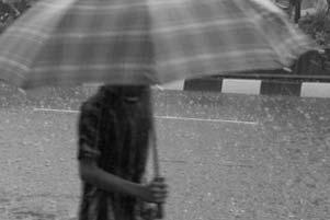 Di Bawah Guyuran Hujan...