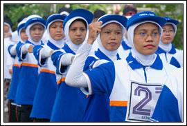 Staff UGM ikut Gerak Jalan Indah UGM tahun 2008