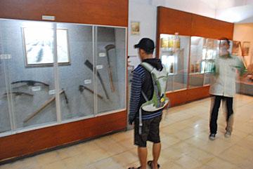 suasana di dalam museum gula di area Pabrik Gula Gondang Baru, Klaten, Jawa Tengah pada tahun 2010