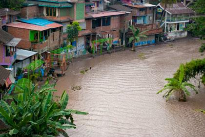 Ketinggian air Kali Code sedikit lagi menyentuh pemukiman warga saat bencana erupsi Merapi 2010