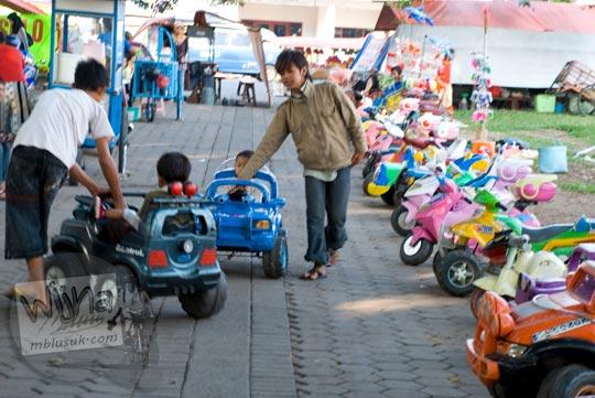 Mobil-Mobilan Anak di Alun-Alun kota Magelang di bulan Juni 2008