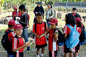 Thumbnail untuk artikel blog berjudul  Cerita KKN: Mengajar dan Diajar