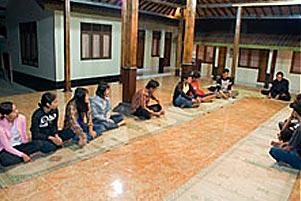 Thumbnail untuk artikel blog berjudul  Cerita KKN: Bangkitlah Pemuda Kebondalem Kidul!