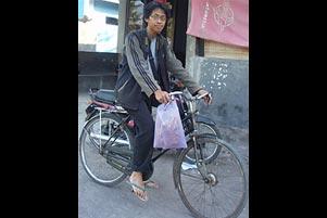 Thumbnail untuk artikel blog berjudul Cerita KKN: Nyepeda Onthel ke Mana-Mana