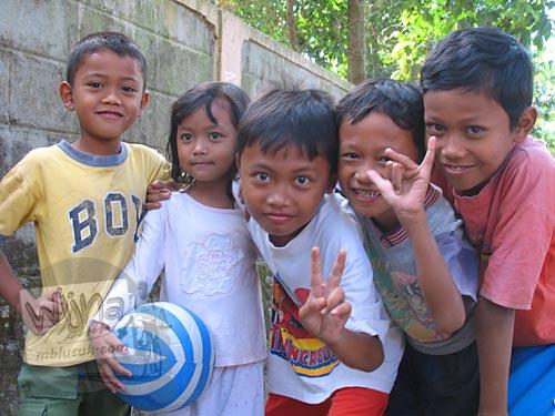 Anak KKN: Yoga, Kiki, Jafan, Wisnu, dan Damar