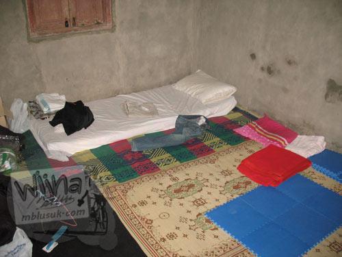 Foto suasana kamar tidur di rumah pondokan mahasiswa KKN UGM