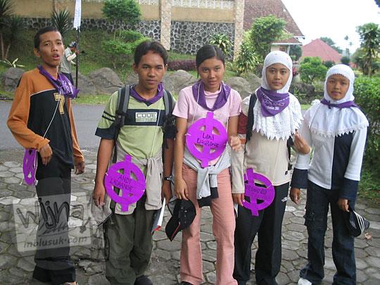 foto mahasiswa prodi matematika ugm angkatan 2005 menjadi peserta outbond di kaliurang pada september 2005