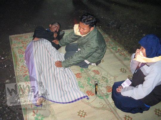 foto drama api unggun di kegiatan malam keakraban mahasiswa prodi matematika ugm pada september 2005