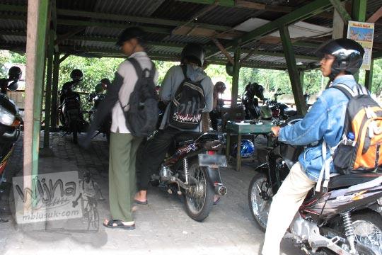 kondisi wujud tempat parkir sepeda motor kebun binatang gembiraloka pada zaman dulu di yogyakarta tahun 2006