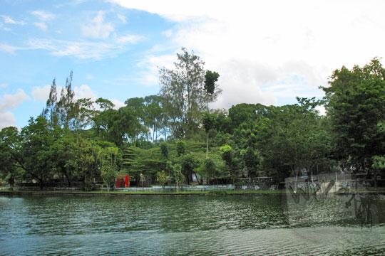 suasana danau mayang tirta kebun binatang gembiraloka pada zaman dulu di yogyakarta tahun 2006