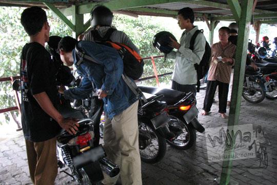 pengalaman mahasiswa ugm dipalak tukang parkir di kawasan kebun binatang gembiraloka pada zaman dulu di yogyakarta tahun 2006