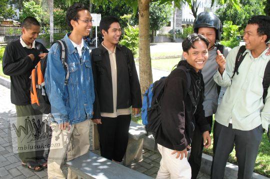 foto gaya busana mahasiswa matematika ugm zaman dulu pada zaman dulu di yogyakarta tahun 2006