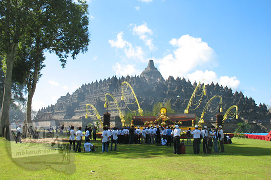 altar panggung acara waisak di candi borobudur pada zaman dulu tahun 2006