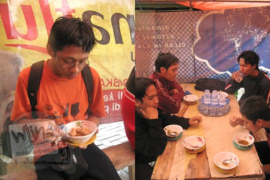 makan bakso lombok ulek di kawasan alun-alun temanggung