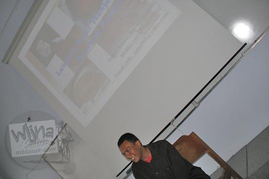 gunawan saputra menjadi pembicara di pelatihan jurnalistik himatika ugm