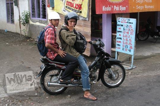 masa muda raditya panji umbara dan hendri pranata naik sepeda motor