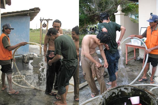 mahasiswa matematika ugm mandi bilas di toilet pantai glagah