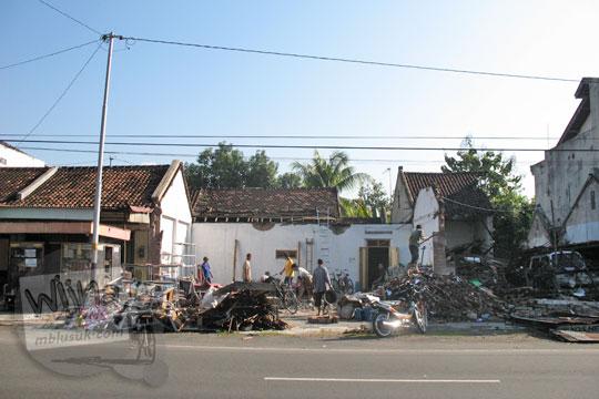 rumah di kalasan rubuh ketika gempa jogja 2006