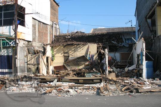 rumah di prambanan rubuh ketika gempa jogja 2006