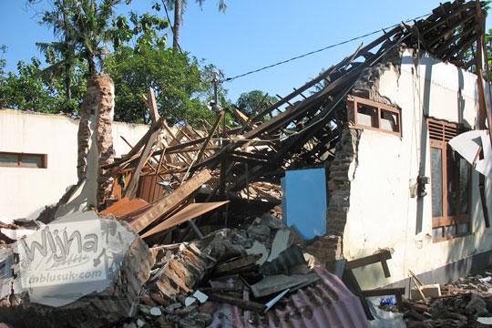bangunan kantor desa kebondalem kidul prambanan hancur terkena gempa 2006