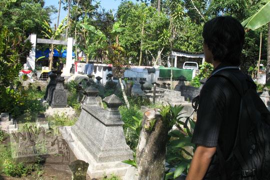 pemandangan kuburan pemakaman desa kebondalem kidul prambanan setelah terjadi gempa 2006