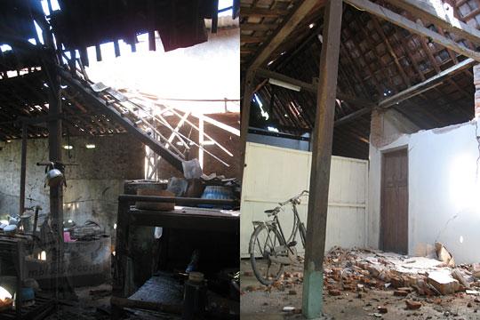 rumah joglo tua di kalasan rusak karena gempa 2006