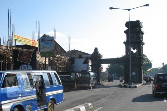 tugu batas provinsi jogja dan jawa tengah ketika gempa 2006