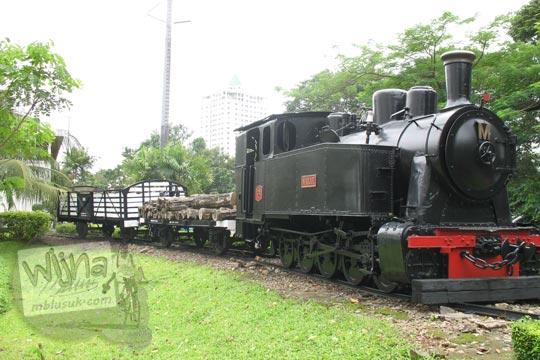 kereta api lokomotif uap di manggala wanabakti pada zaman dulu