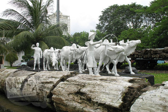 patung pedati putih di taman manggala wanabakti pada zaman dulu