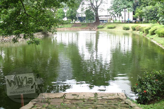 dermaga di sisi danau manggala wanabakti pada zaman dulu