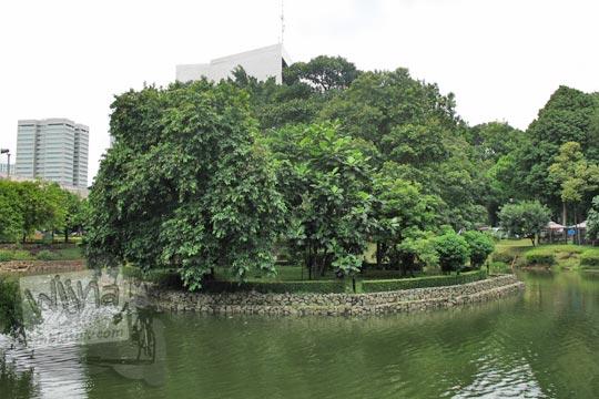 pulau di tengah danau manggala wanabakti pada zaman dulu