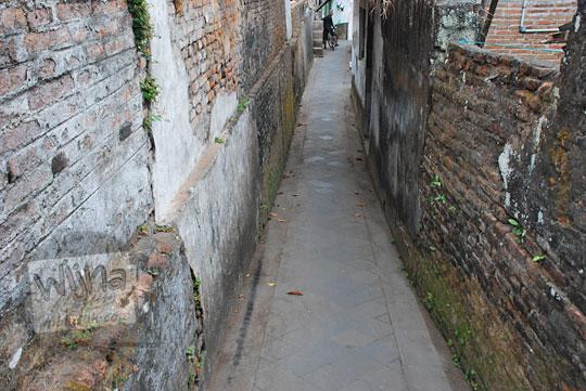 suatu lorong di kampung kotagede yogyakarta