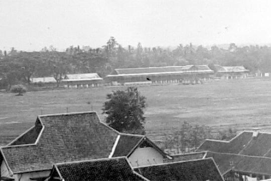tribun dan istal arena lapangan balap pacuan kuda langensari yogyakarta pada tahun 1925