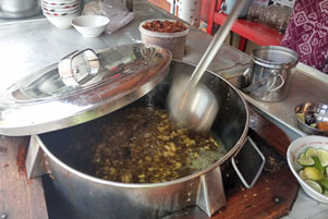 Thumbnail untuk artikel blog berjudul Mau Hidup Irit di Jogja? Makanlah Soto!