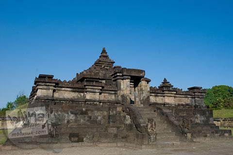 Bulan dan tanggal di mana langit terlihat biru cerah di Yogyakarta