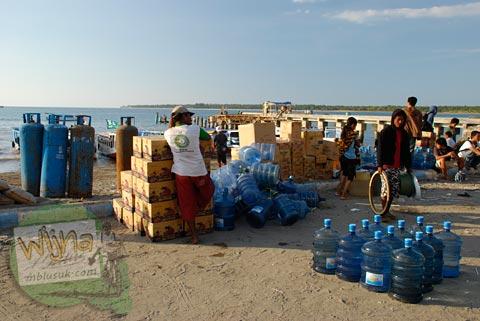 Suasana Pelabuhan Lembar di Gili Trawangan, Nusa Tenggara Barat pada Agustus 2009