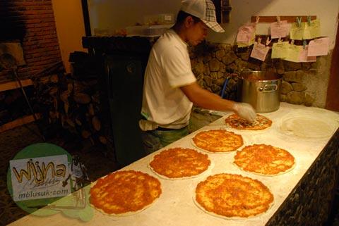Pizza Murah di Gili Trawangan, Nusa Tenggara Barat pada Agustus 2009