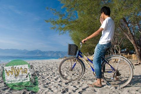 Berkeliling Gili Trawangan, Nusa Tenggara Barat pada Agustus 2009 naik sepeda sewaan harga murah