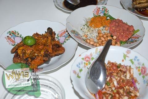 ayam taliwang khas lombok, nusa tenggara barat