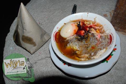 soto dan nasi bungkus khas lombok, nusa tenggara barat