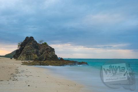 Suasana pantai Kuta di Lombok, Nusa Tenggara Barat tahun 2009