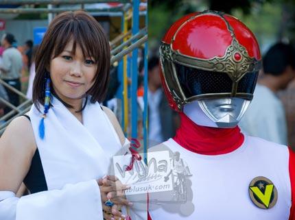 Foto cosplay yuna final fantasy dan google-v di Jak-Japan Matsuri tahun 2009 di Lapangan Monas, Jakarta